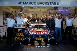 race winner Marco Wittmann (GER) BMW Team RMG, BMW M4 DTM with the team. 21.05.2016, DTM Round 2, S