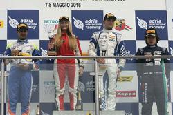 Rennen 4, Rookie Podium: Simone Cunati, Vincenzo Sospiri Racing, Kush Maini, BVM Racing, Federico Ma