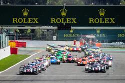 Старт: Тимо Бернхард, Марк Уэббер, Брендон Хартли, #1 Porsche Team Porsche 919 Hybrid лидируют