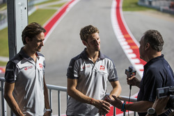 Romain Grosjean, Haas F1 Team, Esteban Gutierrez, Haas F1 Team