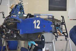 Mechaniker am Sauber C35