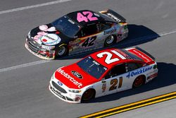 Ryan Blaney, Wood Brothers Racing Ford, Kyle Larson, Chip Ganassi Racing Chevrolet