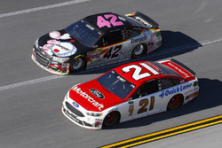 Ryan Blaney, Wood Brothers Racing, Ford; Kyle Larson, Chip Ganassi Racing, Chevrolet