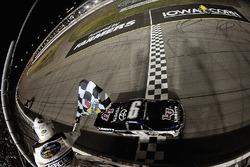 William Byron, Kyle Busch Motorsports Toyota se lleva la victoria