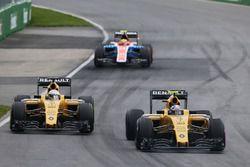 Jolyon Palmer, Renault Sport F1 Team R.S.16 et son équipier Kevin Magnussen, Renault Sport F1 Team R.S.16