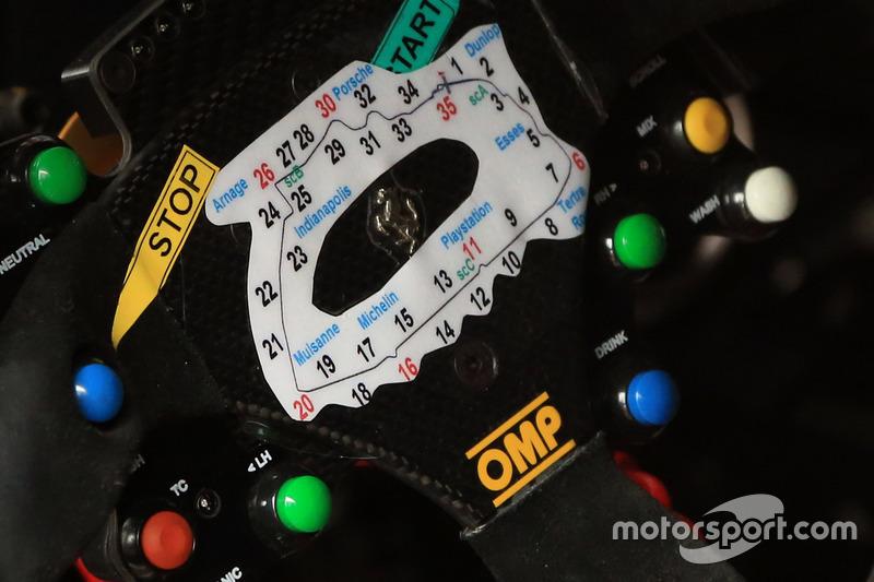 Detallhe do volante da Ferrari 488 GTE #51, da AF Corse