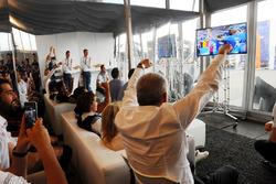Marcello Lotti verfolgt die Übertragung der Fußball-EM