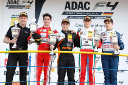 Podio: ganador de la carrera Joseph Mawson, Van Amersfoort Racing, segundo lugar Thomas Preining, Le