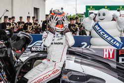 Ganadores de la carrera #2 Porsche Team Porsche 919 Hybrid: Neel Jani no lo pueden creer