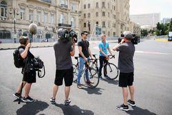 (L naar R): Steve Jones, Channel 4 F1-presentator, met David Coulthard, Red Bull Racing en Scuderia