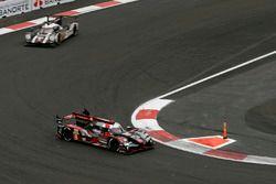 #8 Audi Sport Team Joest Audi R18 e-tron quattro: Лукас ди Грасси, Лоик Дюваль и Оливер Джарвис, #1