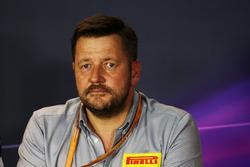 Пол Хембері, директор Pirelli Motorsport під час прес-конференції FIA