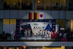 Podio LMP1: ganadores, Timo Bernhard, Mark Webber, Brendon Hartley, Porsche Team, segundo, Marcel Fä