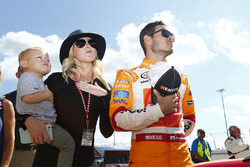 Kyle Larson, Chip Ganassi Racing Chevrolet, his wife, Katelyn Sweet and his son
