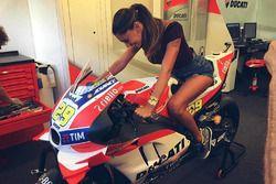 Belen Rodriguez sulla Ducati Desmosedici GP di Andrea Iannone