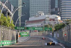Jolyon Palmer, Renault Sport F1 Team RS16 locks up under braking