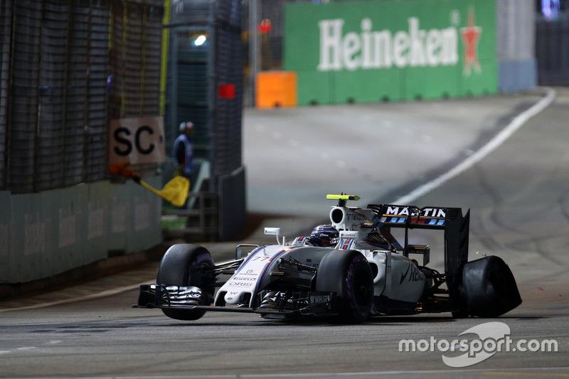 Valtteri Bottas, Williams FW38 con una foratura alla partenza della gara