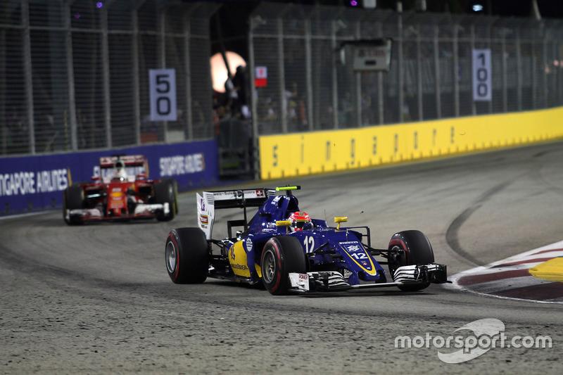 Felipe Nasr, mais uma vez limitado pelo carro da Sauber, foi o 13º.