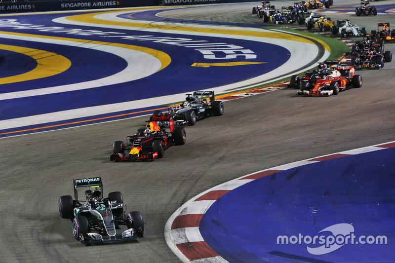Nico Rosberg, Mercedes AMG F1 W07 Hybrid líder al inicio de la carrera