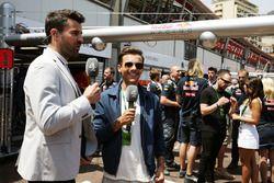 Steve Jones, Channel 4 F1 Presentator met Louis Tomlinson, One Direction