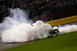 Martin Truex Jr., Furniture Row Racing Toyota pemenang lomba