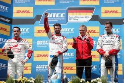 Podium Race 1: second place Norbert Michelisz, Honda Racing Team JAS, Honda Civic WTCC; Winner José