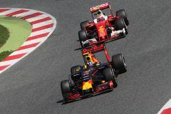 Max Verstappen, Red Bull Racing RB12 ve Kimi Raikkonen, Ferrari SF16-H