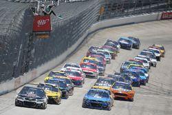 Start: Kevin Harvick, Stewart-Haas Racing Chevrolet, führt