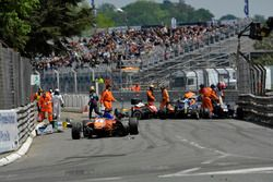 Unfall: David Beckmann, kfzteile24 Mücke Motorsport, Dallara F312 Mercedes-Benz; Nick Cassidy, Prema
