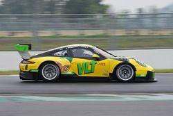#91 Craft Bamboo Racing Porsche Porsche 911 GT3 R: Darryl O'Young, Naiyanobh Bhirombhakdi