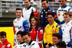 Tatiana Calderon, Arden International y Jake Dennis, Arden International en la foto de clase de GP3