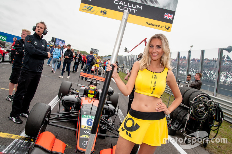 Grid girl, Callum Ilott, Van Amersfoort Racing Dallara F312 - Mercedes-Benz