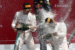 Podium : Nico Rosberg, Mercedes AMG F1, second; Lewis Hamilton, Mercedes AMG F1, vainqueur; fête leur podium avec du champagne