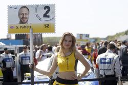 La Grid Girl de Gary Paffett, Mercedes-AMG Team ART, Mercedes-AMG C63 DTM
