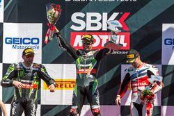 Podium : le vainqueur Jonathan Rea, Kawasaki Racing, le deuxième Tom Sykes, Kawasaki Racing, et le troisième Nicky Hayden, Honda World Superbike Team