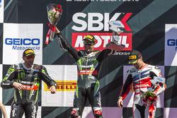 Подіум суботньої гонки: перше місце Джонатан Рей, Kawasaki Racing Team, друге місце Том Сайкс, Kawas