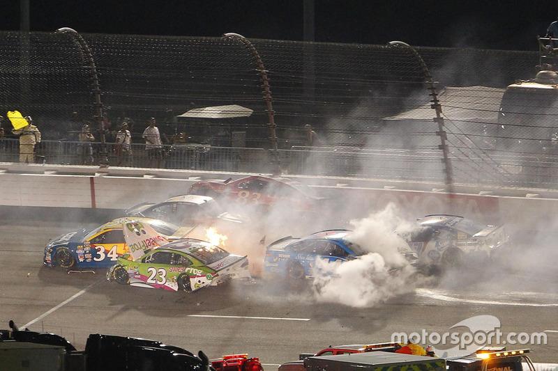 Un gran accidente involucrando varios coches