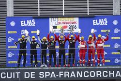 GTE-Podium: Sieger #66 JMW Motorsport, Ferrari F458 Italia: Rory Butcher, Robert Smith, Andrea Berto