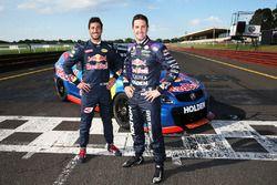 Даниэль Риккардо, Red Bull Racing водит машину класса V8 Supercar с Джейми Уинкапом, Triple Eight Ra