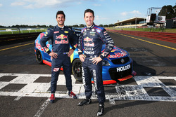 Daniel Ricciardo, Red Bull Racing pilote une V8 Supercar avec Jamie Whincup, Triple Eight Race Engineering
