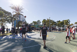 Beim Basketball: Jamie Whincup, Triple Eight Race Engineering, Holden; Shane van Gisbergen, Triple E