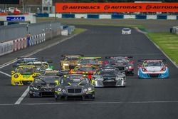 Start action #7 Absolute Racing Bentley Continental GT3: Adderly Fong, Andrew Kim leads