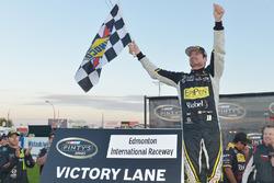 Ganador de la carrera Alex Tagliani