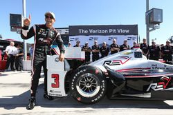 Ganador de la pole Helio Castroneves, Team Penske Chevrolet