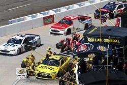 Matt Kenseth, Joe Gibbs Racing Toyota pit action