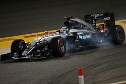 Lewis Hamilton, Mercedes AMG F1 W07 Hybrid, bloque une roue au freinage
