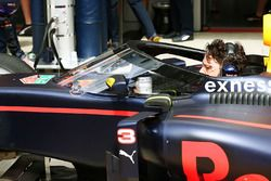 Red Bull Racing RB12 mit Cockpitschutz