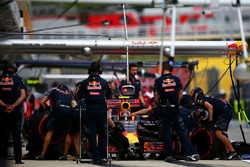 Daniil Kvyat, Red Bull Racing RB12 dans les stands
