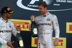 Podio: ganador de l a carrera Nico Rosberg, Mercedes AMG F1 Team, segundo lugar Lewis Hamilton, Merc