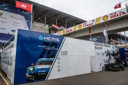 KCMG Porsche 911 RSR paddock